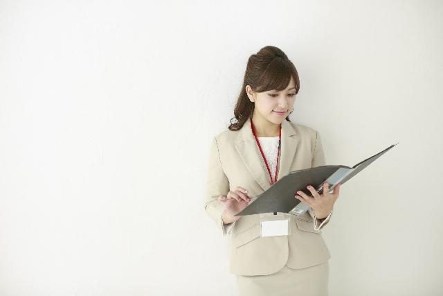 スケジュールを管理する弁護士秘書