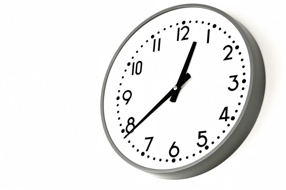 勤務時間を指す時計
