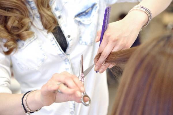 訴訟トラブルで廃業に追い込まれる面貸しフリーランス美容師たち